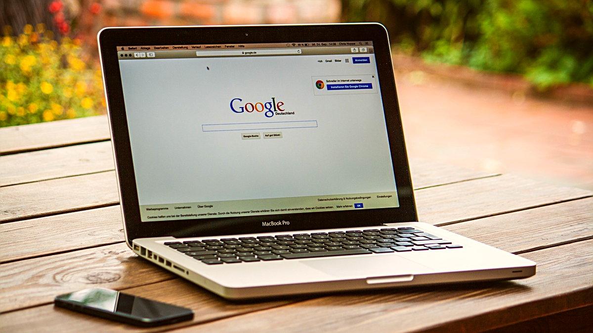 Google Chrome bugün Web kullanıcıları için yeni erişilebilirlik özelliğini resmen kullanıma sundu. Artık masaüstü tarayıcısındaki tüm video ve sesler canlı altyazı desteğine sahip olacak.