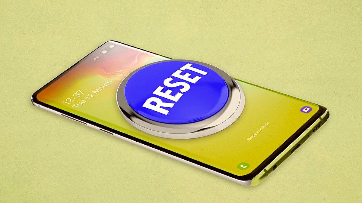 Yavaşlamaya ve donmaya başlamış bir telefona format atma işlemi için birkaç yöntem mevcut. Soft reset ve hard reset olmak üzere ikiye ayrılan bu yöntemler, telefonda mevcut olan sorunun büyüklüğüne göre değişiklik gösteriyor.