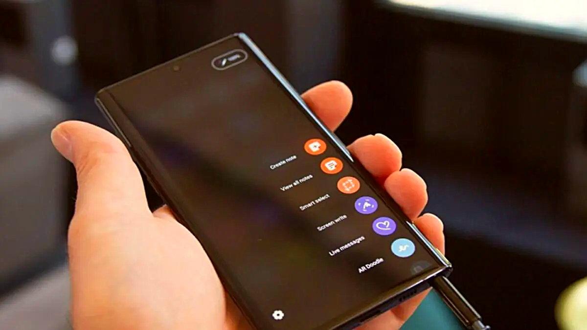 Google tarafından yapılan yeni bir açıklama sonrasında Android kullanıcıları bundan sonraki süreçte de 4 yıl boyunca işletim sistemi güncellemelerini almaya devam edecek.
