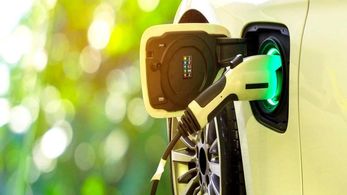 Elektrikli araçların benzinli ya da dizel yakıtlı araçlarla aynı fiyat seviyesine gelmeleri için daha kaç yıl geçmesi gerekiyor? Yeni bir rapor, bu konudaki tahminleri yıllarca daha ileri itmiş durumda.