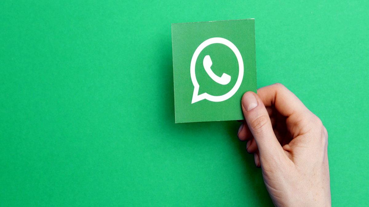 WhatsApp, favori sohbetlerinizi asla kaybetmeyeceğinizden emin olmak istiyor. Bunun için yeni özellik duyuran şirket, şifreyi unutmamanız konusunda ise uyarıyor.
