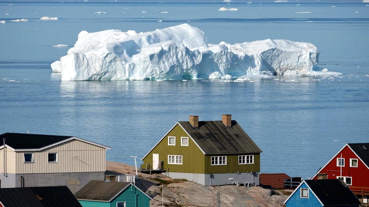 """Dünyanın en büyük buzullarından bazıları ev sahipliği yapan Grönland'da rekor miktarda buzul erimesi saptandı. Araştırmacılar, eriyen buzullar için """"endişe verici"""" dedi."""